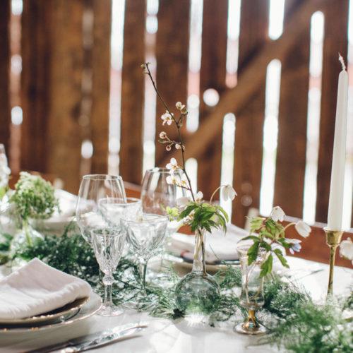 Vitt och grönt lantbröllop