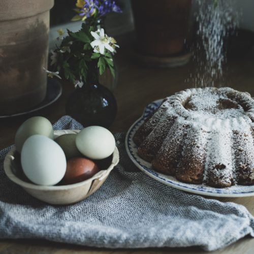 Snälla och vackra, färgade ägg till påsk