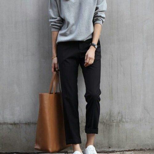 Bara en grå tröja