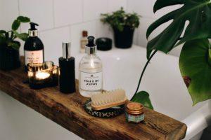 DIY hylla för badkaret