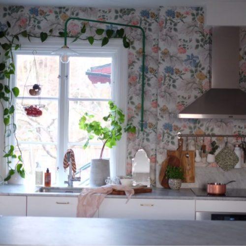 Köket i blommig skrud