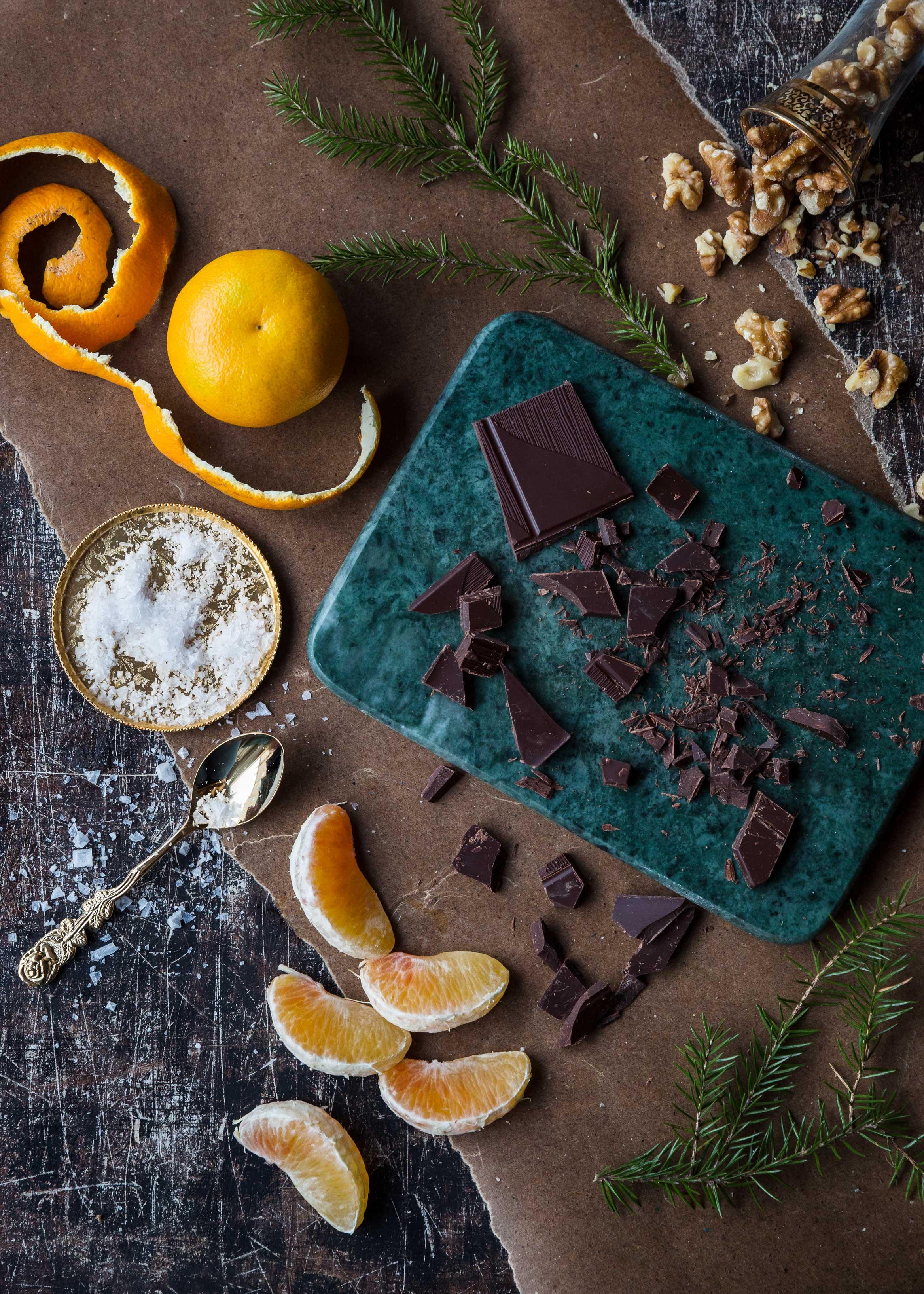 Julgodis: chokladdoppade clementiner med havssalt och valnötter