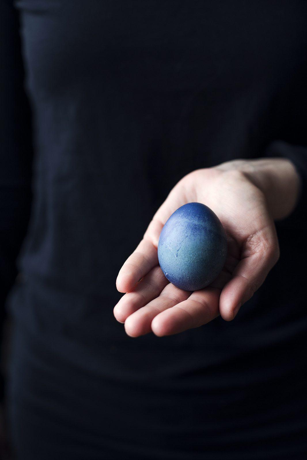 Påskpyssel; färga ägg naturligt