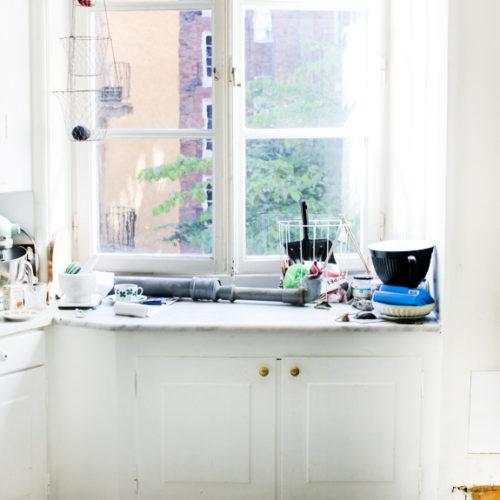 En liten titt på vårt vitlackade golv i köket