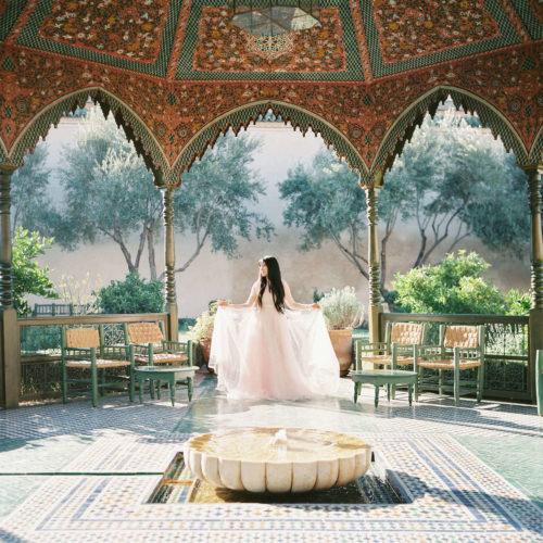 Fotovandring i brudklädsel i Marrakech