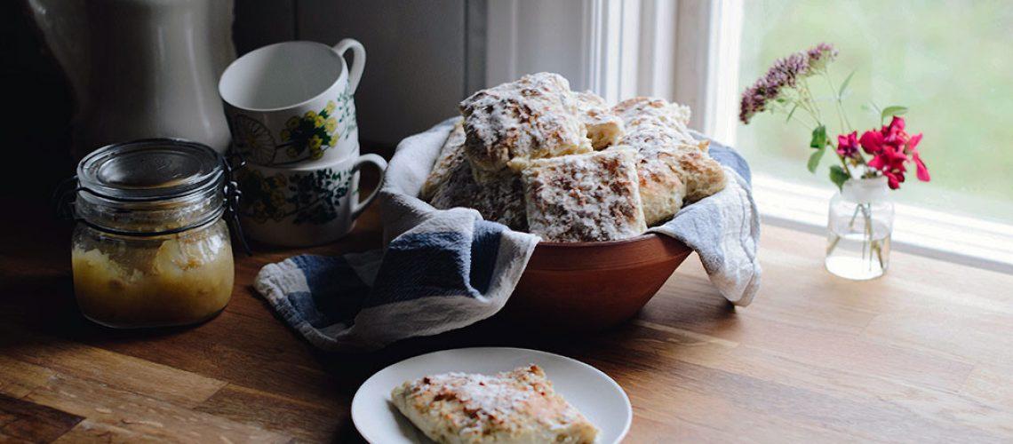 plathuset-bord-i-langpanna_frukost2