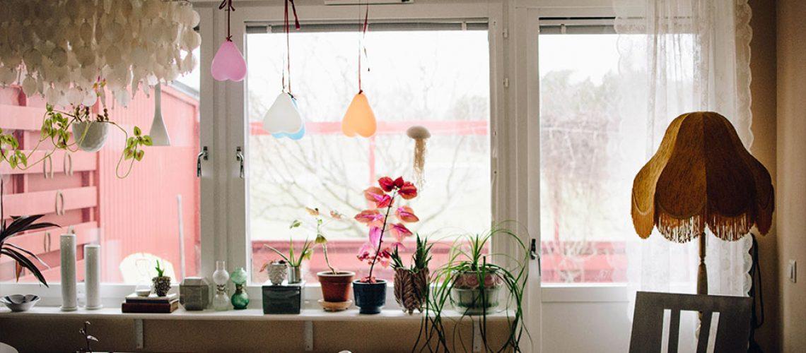 plathuset_gotlandska-formogor-Amalia-Hildur2John-designer-kuddar-vardagsrum4