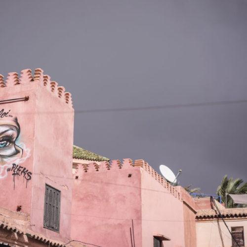 Följ med till Marrakech.