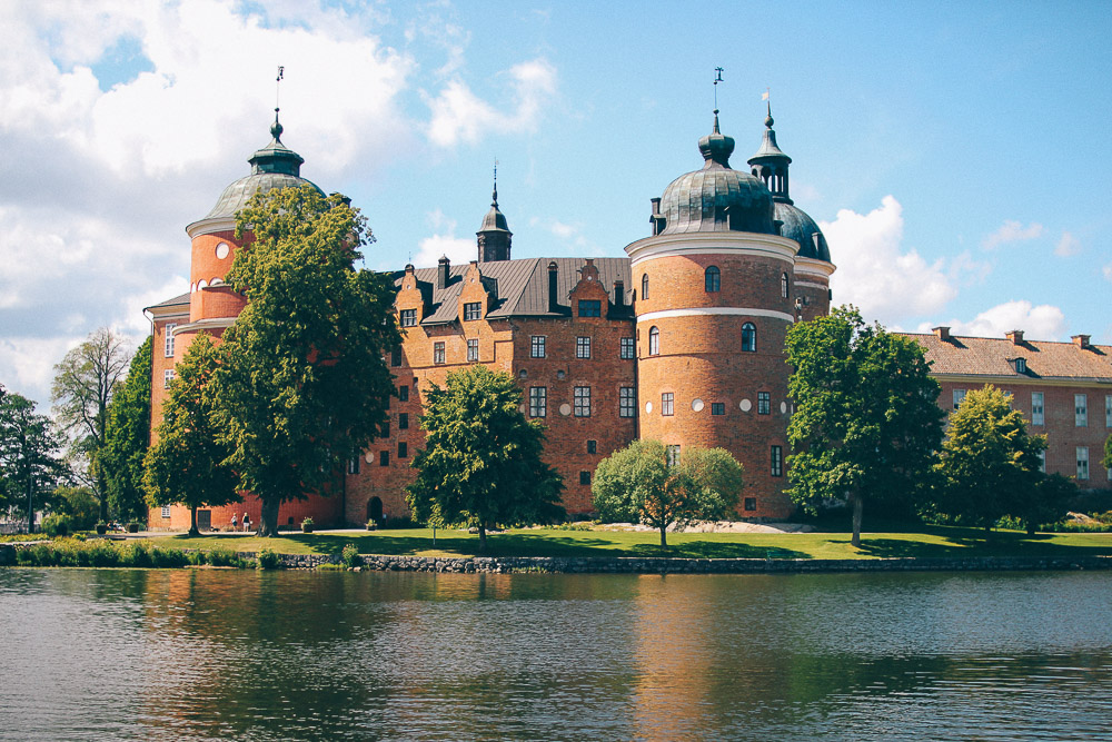 En dag i Mariefred med besök på Gripsholms slott, Mariefreds världshus och båthamnen