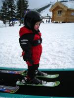 Mai på sina första skidor 2008