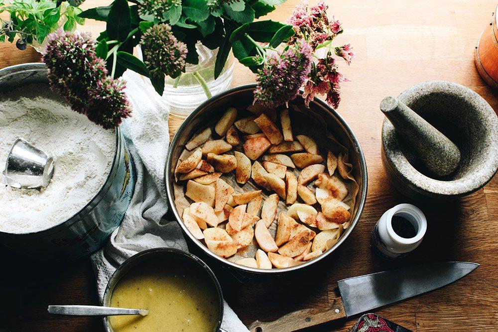 Enkel äppelkaka och svampjakt