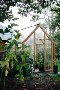 Vårt växthus är (äntligen!) klart