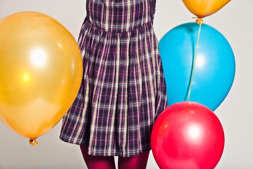 rutig klänning, ballonger