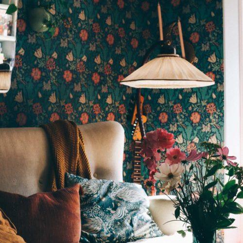 Ny (fast gammal) svanhalslampa i vardagsrummet