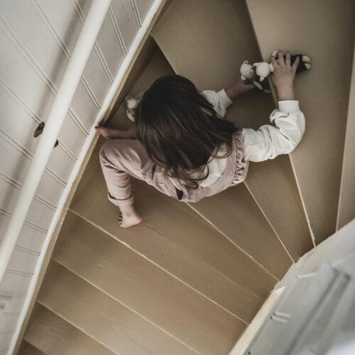 Måla trappen – Våga gult!