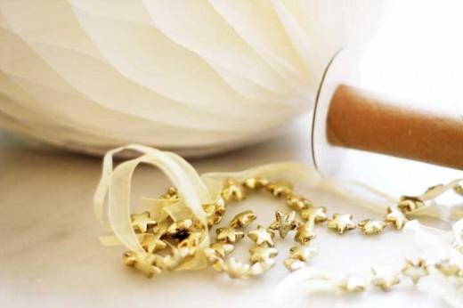 nyår, nyårsfest, inspiration nyår, inspiration nyårsfest, guld och vitt, tema guld och vitt, diy drinkpinnar, honeycombs, gör egna drinkpinnar, bellini, volang, volang fest, temafest nyår