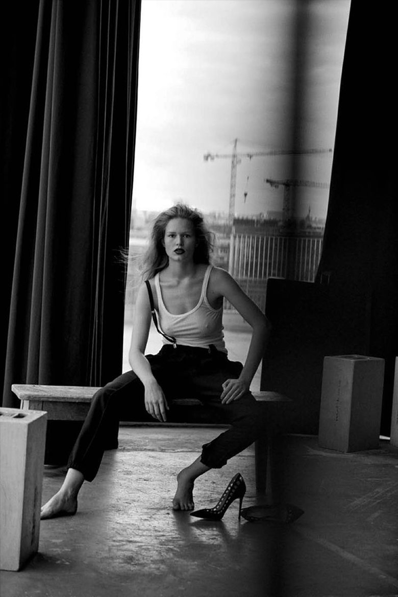 anna-ewers-by-peter-lindbergh-for-vogue-germany-march-2015-3