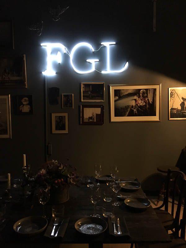 fgl.dinner.wall.light
