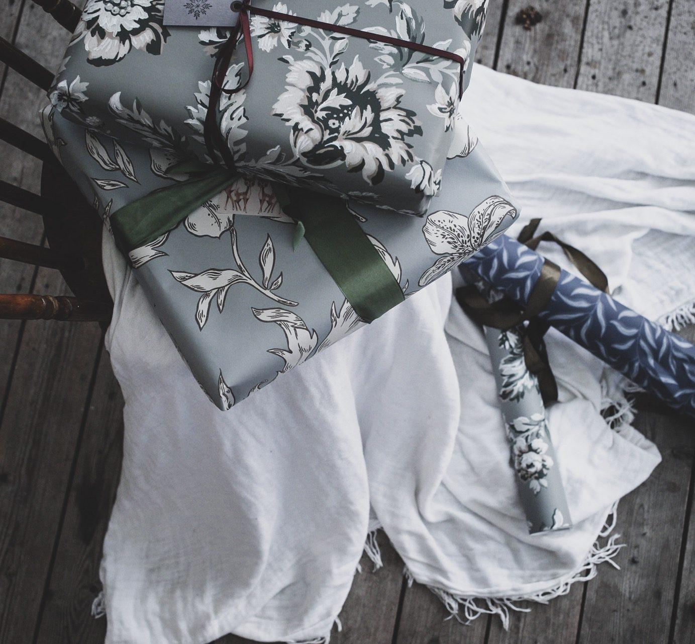 Lovely life slå in julklappar i tapet