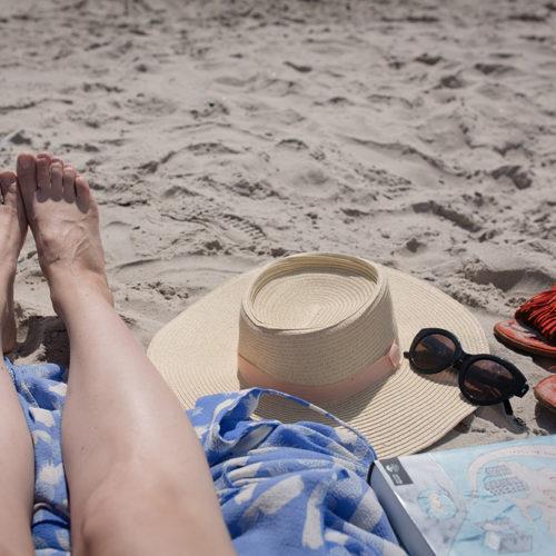 Sandfest och stökig picknick på Borrby Strand