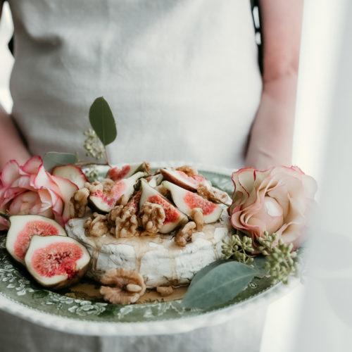 Nyårets efterrätt – brieosttårta med fikon, nötter och honung