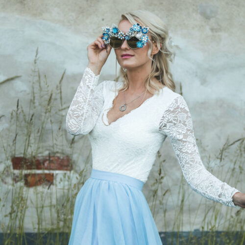 Blomstrande bröllopsinspiration med blå tyllkjol