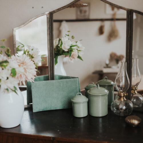 Spegel, lampa och lilla väskan för det allra viktigaste