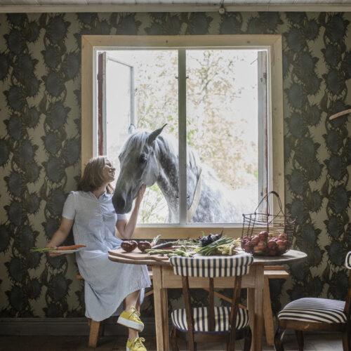 En sensommardröm på väggen; ny tapetkollektion från Lisa Bengtsson