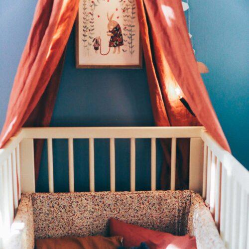 Selmas säng och inspiration till hur du snabbt fixar en mysig hörna till bebisen