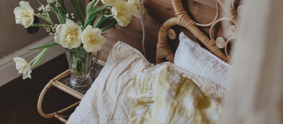 bedroom_yellow_tulips