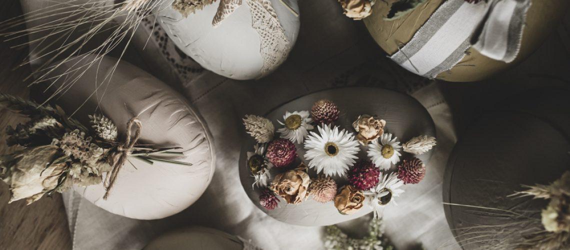 Påskägg med torkade blommor