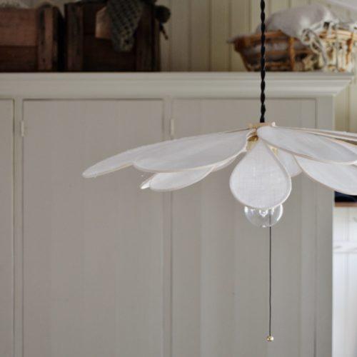 Uppiffning i hallen och ännu en DIY-lampa