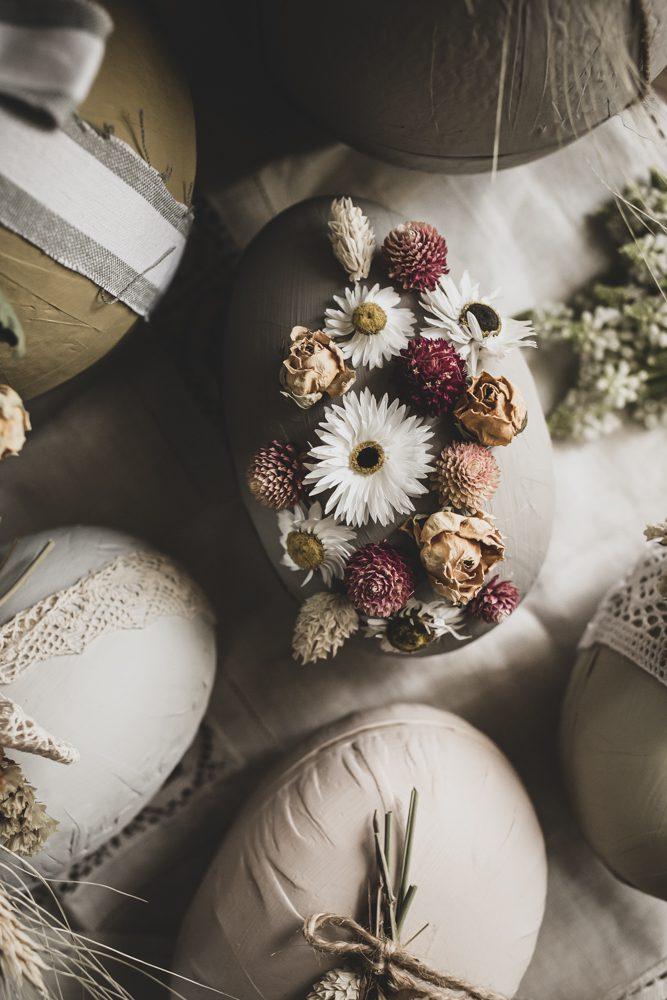 Lovely Life Påsk DIY Vackra påskägg med torkade blommor