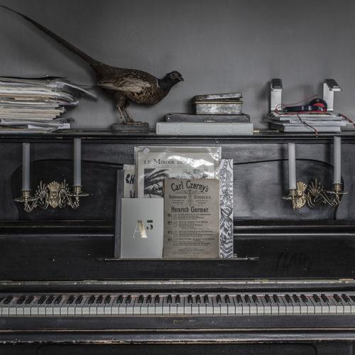 Piano bortskänkes och grejer på blocket