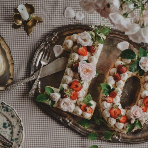 Lillys blommiga siffertårta