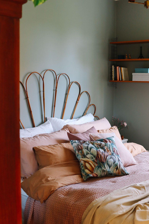 DIY: Så gör du en sänggavel i rotting