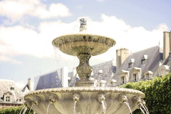 Place de Vorges fontain